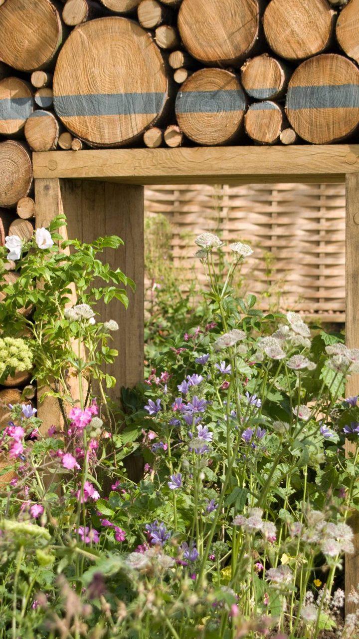 https://stewartlandscape.co.uk/wp-content/uploads/2021/05/Bugg-Garden-Future-Gardens-2009-720x1280.jpg